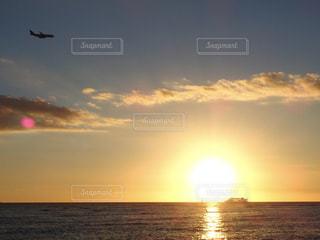 海,夕日,太陽,夕焼け,飛行機,船,水面,夕方,ハワイ,sunset,ワイキキ,サンセット