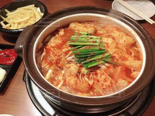テーブルの上に食べ物のボウルの写真・画像素材[1278156]