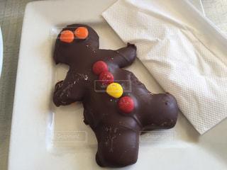 ナイフでチョコレート ケーキの写真・画像素材[1272861]