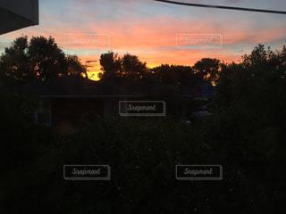 日没の前にトラフィック ライトの写真・画像素材[1281539]