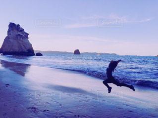 空,夕日,ビーチ,夕暮れ,海辺,シルエット,人物,サンセット,むらさき色
