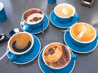食品とコーヒーのカップのプレートの写真・画像素材[1324467]
