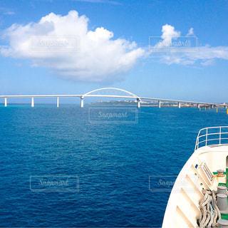 水の大きな体でボートの写真・画像素材[1390674]