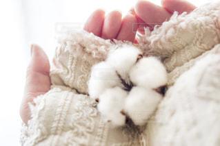冬,白,手,指,毛糸,ハンドメイド,手袋,ホワイト,生成り,アラン模様,ハンドウォーマー,コットンフラワー