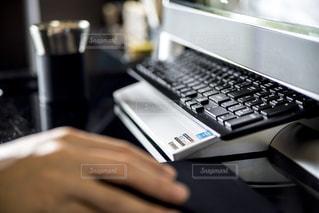 パソコン,デスク,PC,ビジネス,リモートワーク,ビジネスシーン