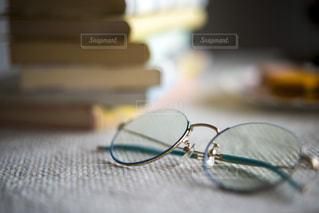 お気に入りのメガネの写真・画像素材[2757303]