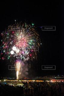 夜空の花火の写真・画像素材[3611513]