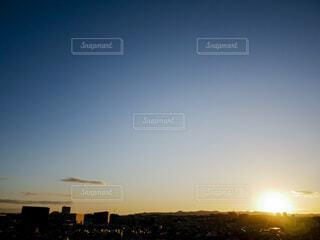 空,ビル,屋外,太陽,朝日,雲,青空,街,正月,街並,お正月,元旦,日の出,新年,初日の出,1月1日