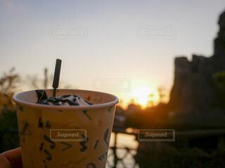 夕暮れに飲むコーヒーの写真・画像素材[4171224]
