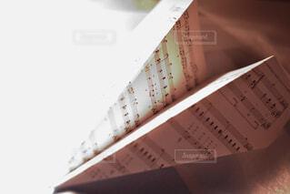 楽譜の紙ひこうきの写真・画像素材[4252023]