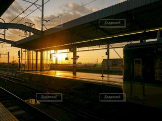 駅の夕暮れの写真・画像素材[4418043]