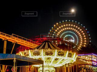 月夜の遊園地の写真・画像素材[4834590]