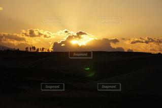 空,夕日,夕焼け,夕陽,鳥取砂丘,薄明光線