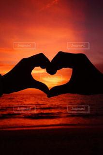 夏,夕日,カップル,ビーチ,雲,夕焼け,沖縄,シルエット,ハート,人物,サンセット,美ら海,ブセナテラス