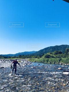 男性,風景,イケメン,晴天,川,田舎,清流,色鮮やか,インスタ映え