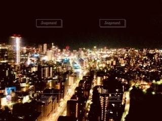 夜の街の眺めの写真・画像素材[2717004]