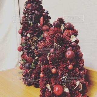 テーブルのクリスマスツリーの写真・画像素材[2736010]