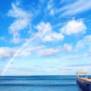 海に上のパーフェクトレインボーの写真・画像素材[1385377]