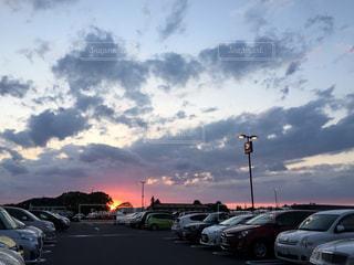 空,夕日,屋外,車,夕暮れ時