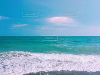 押し寄せる波の写真・画像素材[1323814]