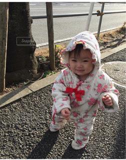 よちよち歩き末っ子♡未来へ向かって歩いてねの写真・画像素材[1567073]