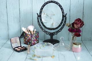 鏡,メイク,美容,女子力,コスメ,化粧品,ブラシ,アイシャドウ,マスカラ