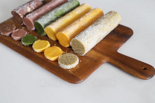 野菜パウダーでカラフルクッキーの写真・画像素材[3195759]