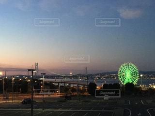 夕暮れの明石海峡大橋の写真・画像素材[1276541]