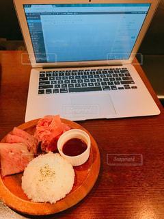 カフェで勉強、パソコン、Mac、資格勉強、お肉勉強、お肉、ローストビーフ