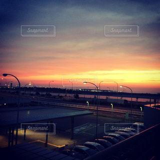 風景,夕焼け,背景,癒し,夕焼,癒しの風景,1日の終わり,空港の空,優しい風景