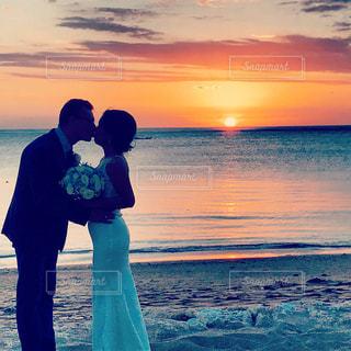 恋人,海,空,夕日,ビーチ,結婚式,キス,愛,ハネムーン