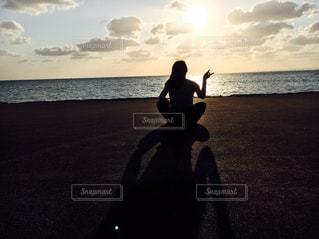 風景,夕日,一人,沖縄,影,女,夕陽,オーシャンビュー