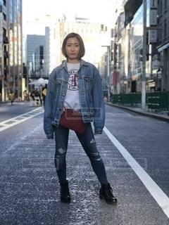街の通りを歩く人の写真・画像素材[2716375]