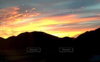 車窓の景色の夕陽の写真・画像素材[1290067]