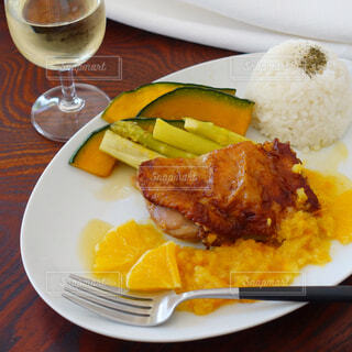 食べ物,ディナー,フォーク,テーブル,皿,食器,レストラン,ドリンク,ファストフード