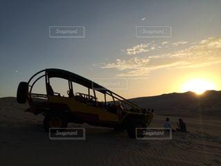 夕日,海外,夕暮れ,夕方,女子,外国,旅行,砂漠,友達,ペルー,ガールズトーク,イカ,バギー