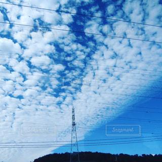 空には雲のグループの写真・画像素材[1319694]