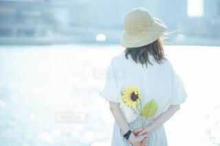 帽子をかぶった女性の写真・画像素材[2342332]