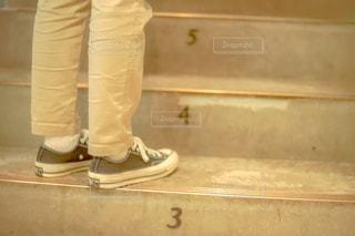 靴の前に立つ人の写真・画像素材[2774785]
