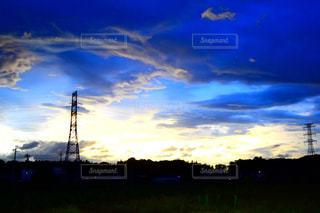 遠く懐かしき故郷の夕暮れ時の写真・画像素材[1296196]