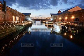 函館の港の静かな夕焼けの写真・画像素材[1286995]