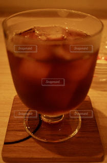 北欧風カフェで日曜朝のアイスコーヒーの写真・画像素材[2255288]
