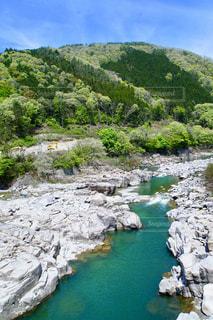 晴れた休日に木曽川を渡り柿其渓谷までハイキングの写真・画像素材[2261166]