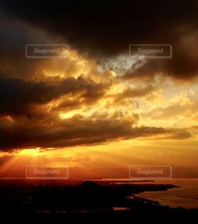 長浜城から見た琵琶湖の夕景の写真・画像素材[2413575]