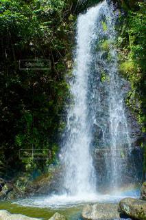 竜吟の滝で偶然に虹が出ました!の写真・画像素材[2508259]