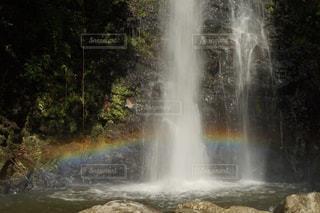 竜吟の滝で偶然に虹が出ました!の写真・画像素材[2508275]