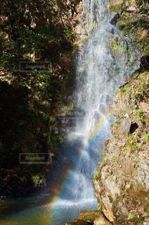 竜吟の滝で偶然に虹が出ました!の写真・画像素材[2508318]