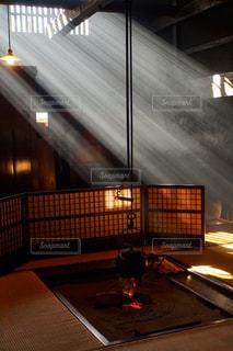 格子から光差し込む陣屋の写真・画像素材[2630018]