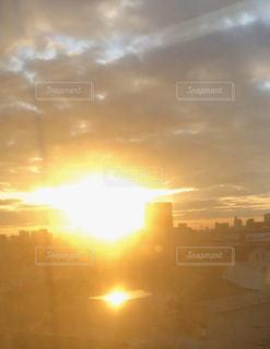 空,太陽,景色,光,車窓,朝陽,まぶしい