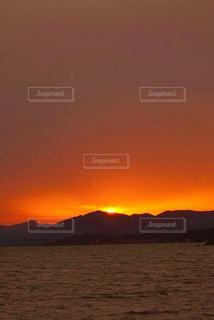 風景,空,屋外,湖,太陽,夕暮れ,水面,山,光